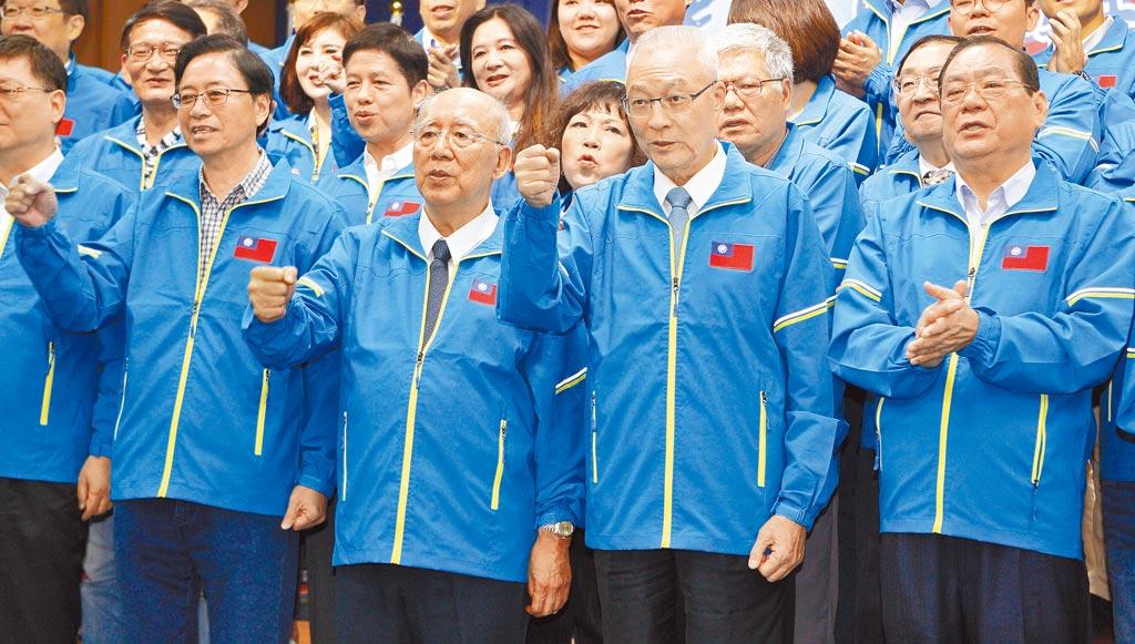 國民黨主席吳敦義傳出欲自列不分區,已開國民黨先例,一旦又列安全名單,「破例」將坐實為「私利」。圖為國民黨25日舉行「2020中央助講團誓師大會」。(張鎧乙攝)