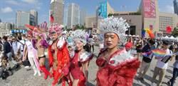 同志遊行擠爆 市府廣場前超過5萬人