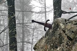 河底拔出7百年前石中劍 專家震驚