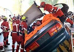 「車禍救援挑戰賽」開跑 消防人員精進車禍救人技巧