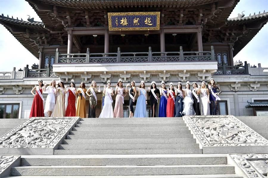 五十位世界各國佳麗成濟州最佳旅遊代言人。(照片/中華全球選拔協會 提供)
