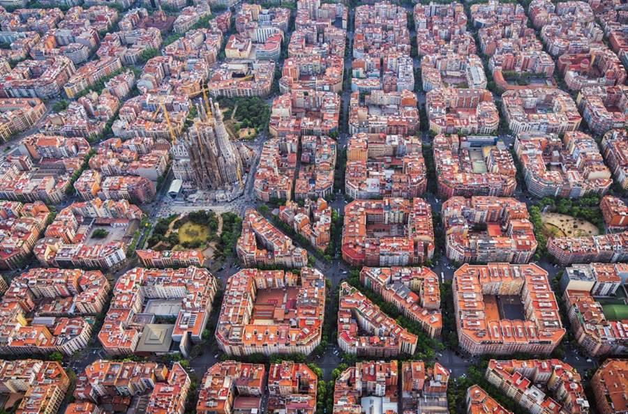 巴塞隆納傑出的城市規劃,讓網友驚呼連連。(圖/達志影像)