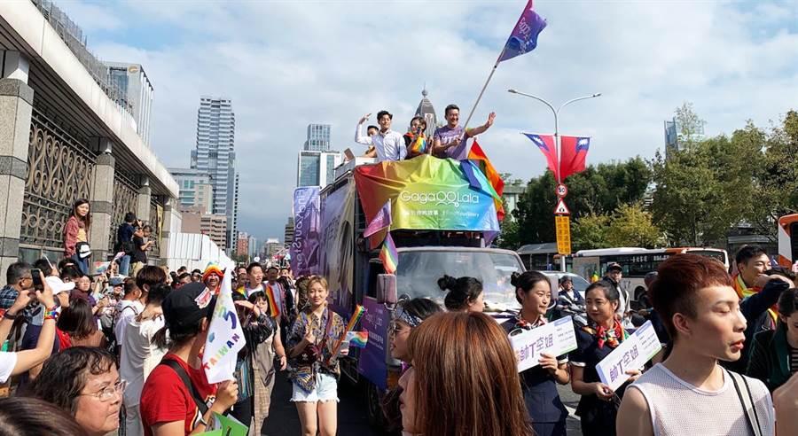 台灣同志大遊行,電視電影《帥T空姐》演員群參與響應。(圖/金禾創意、杰德影音提供)
