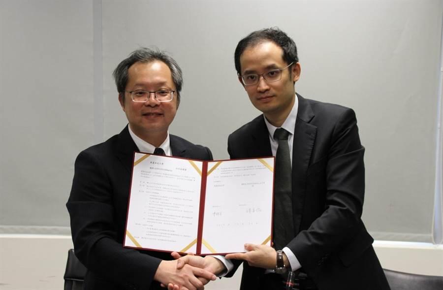 華夏科技大學與德國FESTO(飛斯妥)公司簽署合作協議書。(華夏科技大學提供/葉書宏新北傳真)