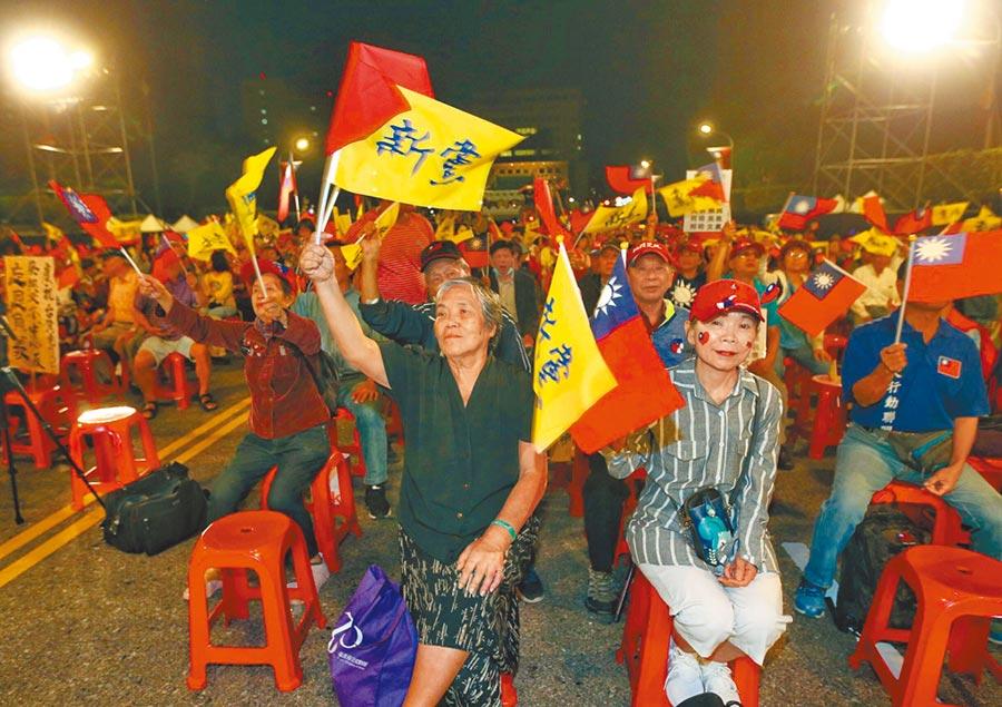 新黨25日舉辦慶祝光復節活動,不少民眾現身力挺。(本報系記者鄧博仁攝)