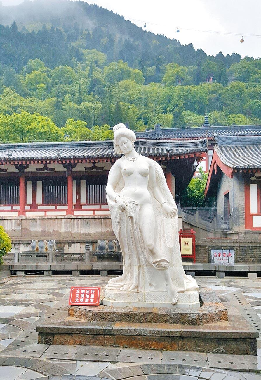 西安華清池的楊貴妃出浴雕像。(取自微博@石全石美滴)