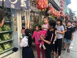 萬聖節前夕  禮物販賣機業者招待家扶兒童體驗投幣取禮樂趣