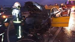 計程車飆速趕飛機 國道上演火燒車