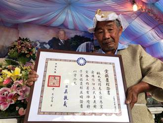 96歲鋼鐵韓粉告別式覆蓋黨旗 遺言:一定要支持韓國瑜