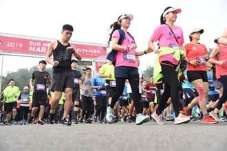 日月潭環湖馬拉松成國際賽事 跑1公里捐1元