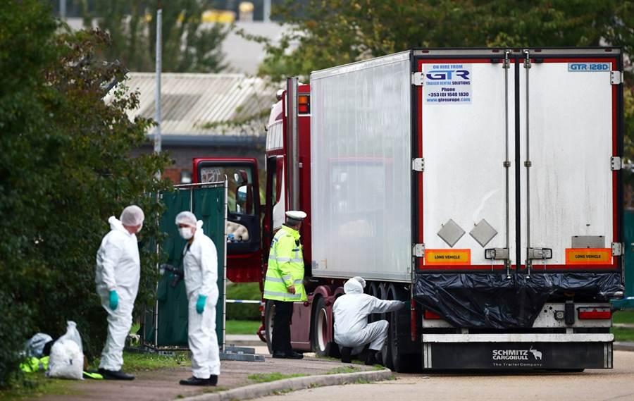英國冷凍貨櫃車39屍慘案。(圖/路透社)