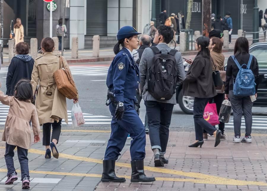 北海道警界驚爆至少7男警與1女警搞不倫。(示意圖,非當事人。達志影像/shutterstock提供)