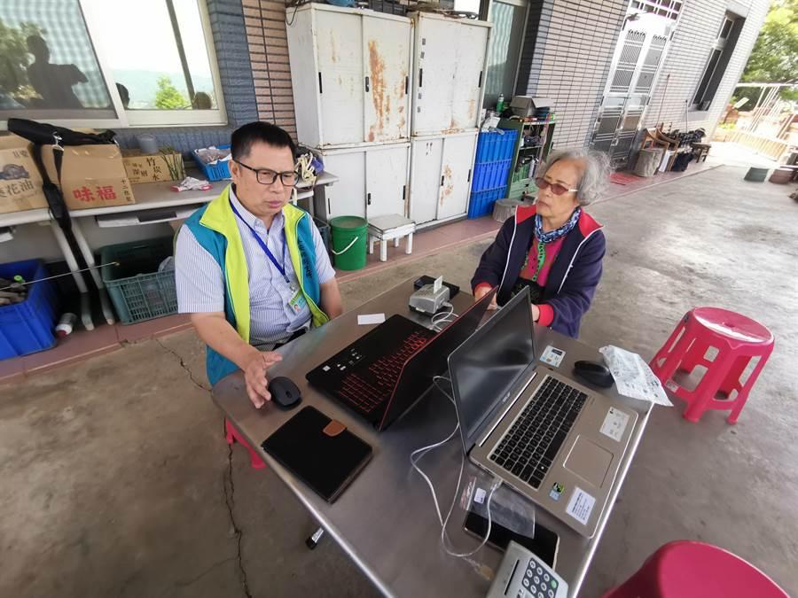 泰安鄉衛生所主任賴聖民肩負著全泰安鄉偏僻部落的醫療照護重責。〔謝明俊攝〕