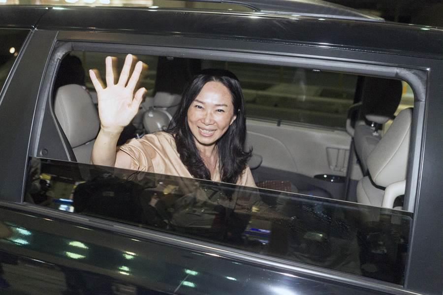中國國民黨總統參選人韓國瑜的夫人李佳芬27日結束東南亞訪問返台,她相當感動台商與華僑對國家的關心與熱愛超出想像,也感慨他們在外拚搏,其實政府能給他們非常的少,希望政府能在情感上要多多關注他們,當他們的後盾。(陳麒全攝)