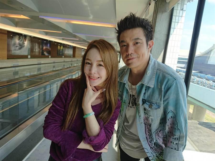 主播若晴與余政鴻(右)一起到韓國直播。(翰成數位直播提供)