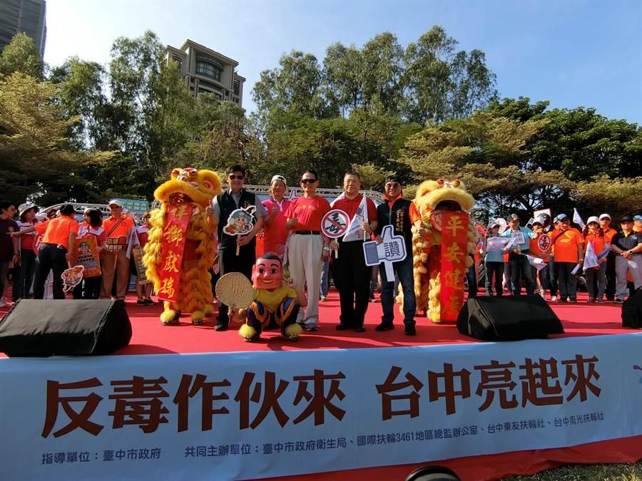 台中市府與國際扶輪社27日共同舉辦反毒園遊會,從生活中不斷傳播、耳提面命,向社會大眾宣傳反毒意識。(盧金足攝)