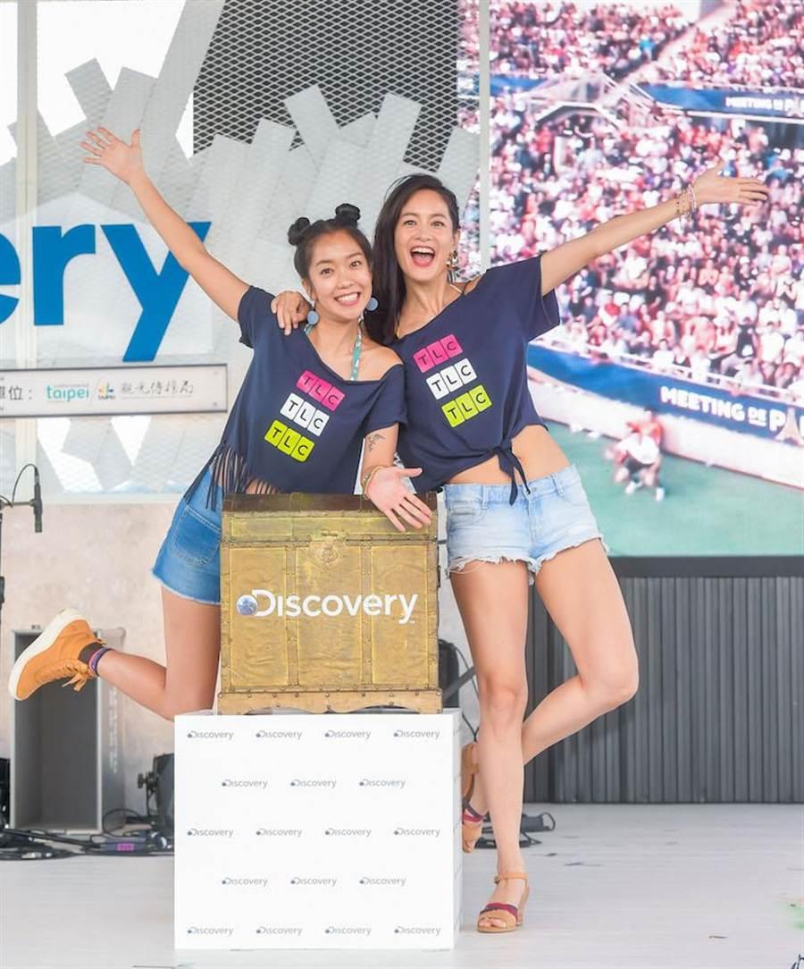 Janet(右)和大霈出席Discovery 25週年活動「探索生活節」。(盧禕祺攝)