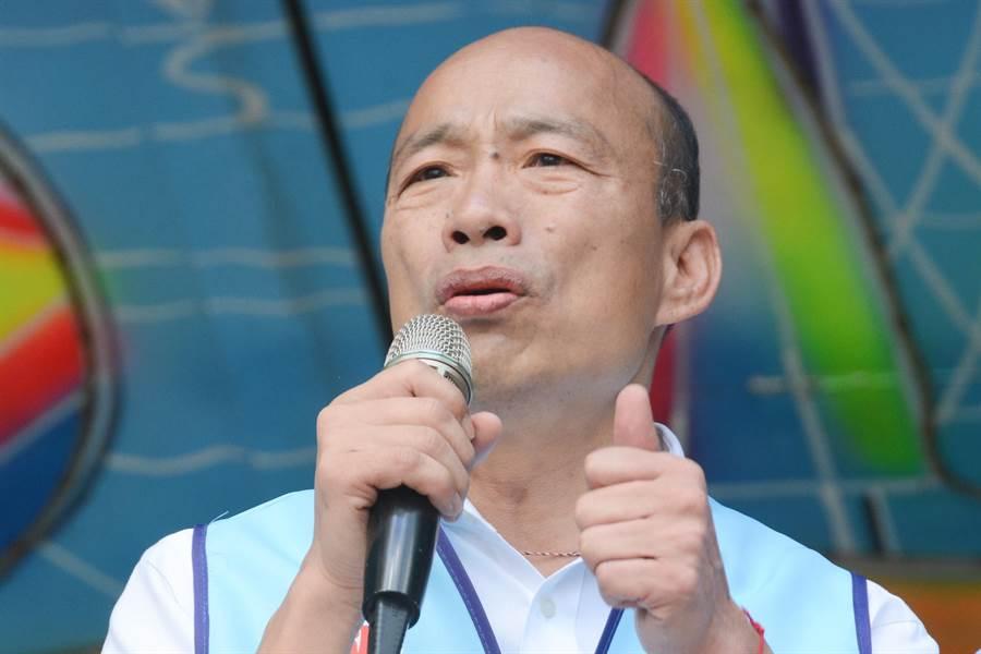 國民黨總統參選人韓國瑜27日在澎湖提到,澎湖擁有豐富觀光資源,現在卻只以台灣遊客為主,實在太可惜,若當選總統將研擬開放澎湖小三通。(林宏聰攝)