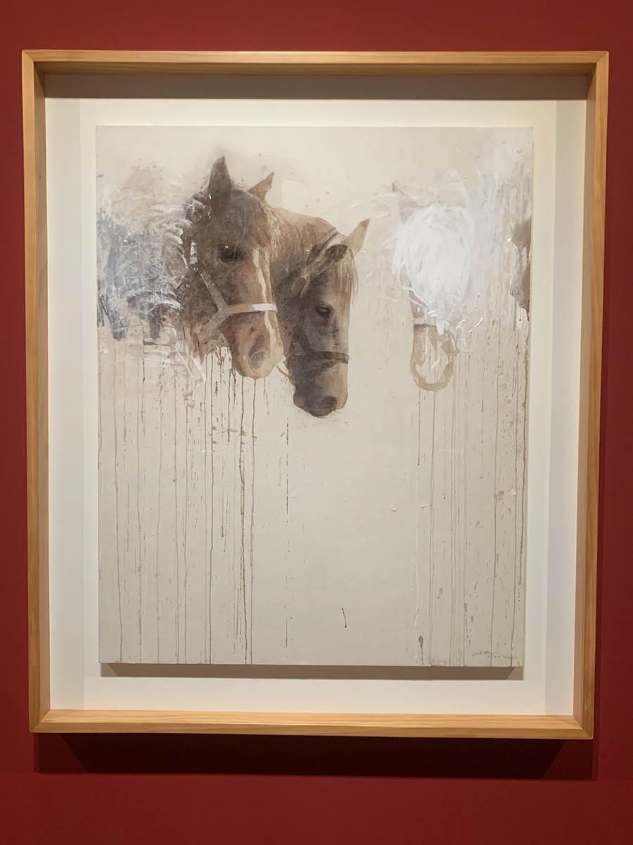 李足新館長畫作中消失的馬,與尼古拉的作品似有異曲同工之處。。(廖志晃攝)