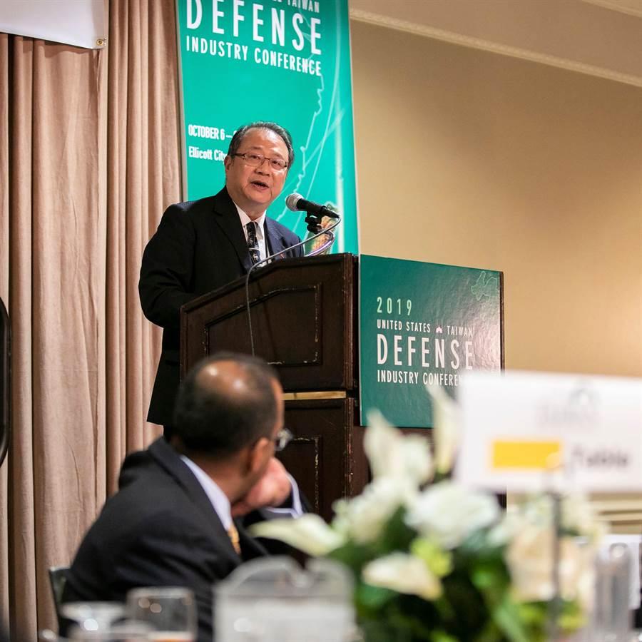 黃介正教授在台美國防工業會議演講,說明韓國瑜國防建軍政見。黃介正提供