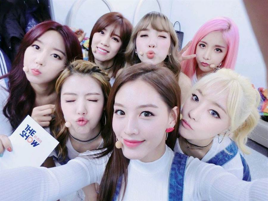 解散三年的韓國女團Rainbow宣布將重組回歸,慶祝出道10年。(圖/翻攝自Rainbow官網)