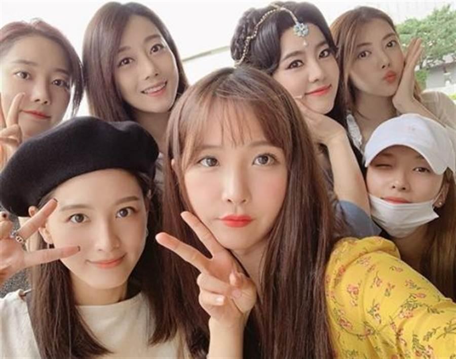 Rainbow是韓國少數團體出道後成員感情好且沒有退團過的團體。(圖/翻攝自Rainbow官網)