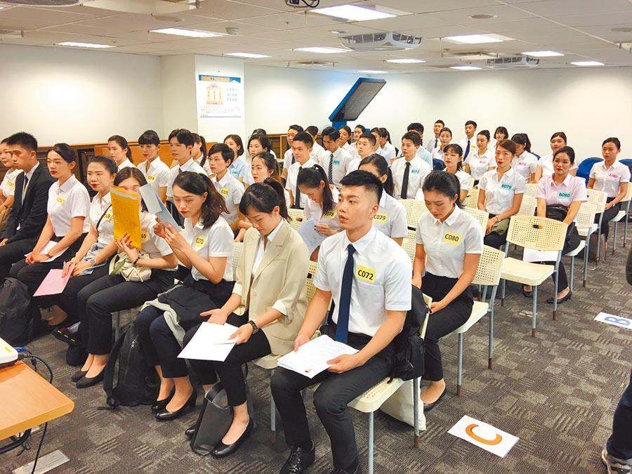台灣虎航今年預計招募50名空服員,昨日有1300人進入初試。(陳祐誠攝)