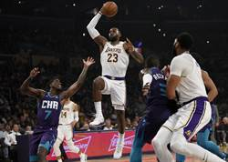 NBA》加州大火 詹姆斯帶著家人連夜逃奔