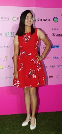 裙襬搖搖》放很久的壓箱寶 徐薇淩紅色洋裝超吸睛