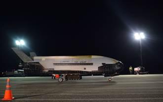 美空軍X-37B無人梭  飛行780天返回地球