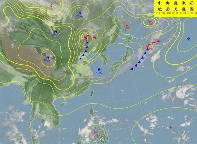中央氣象局預報指出,今天各地大多為多雲到晴,僅基隆北海岸、東北部地區及大台北山區仍有局部短暫雨,並有局部較大雨勢發生的機率。(翻攝自中央氣象局/林良齊台北傳真)