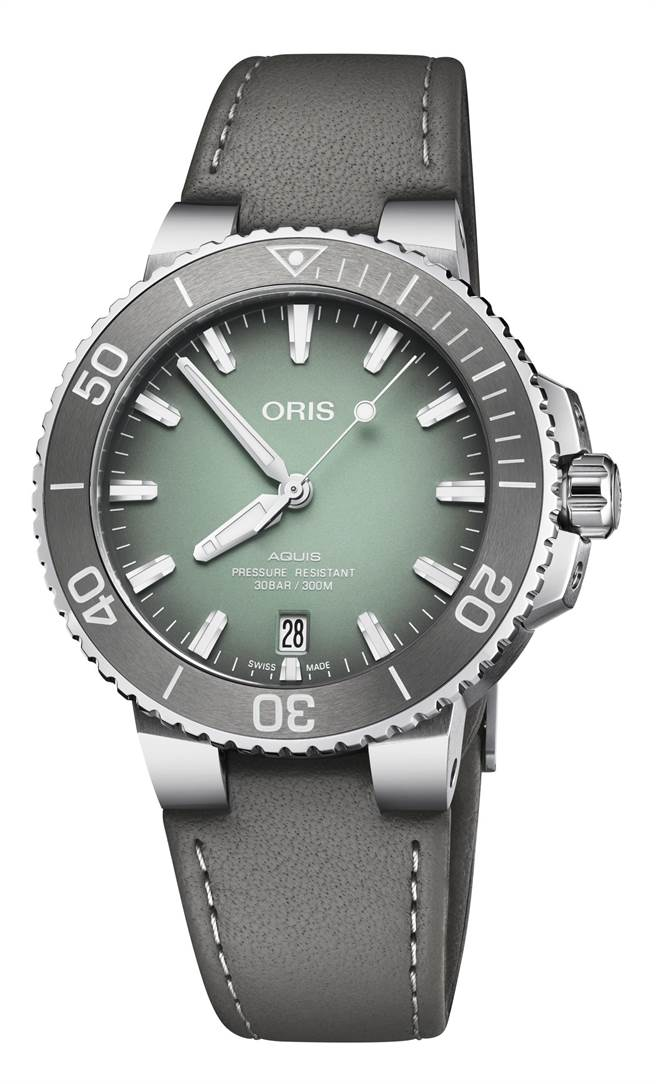ORIS Aquis日期表,薄荷灰漸層面盤,5萬3000元。(ORIS提供)