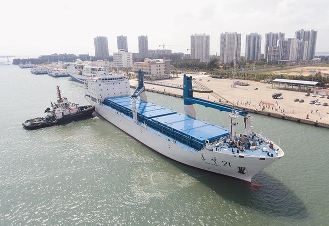 27日,遠望21號船停靠海南文昌清瀾港碼頭。(中新社資料照片)