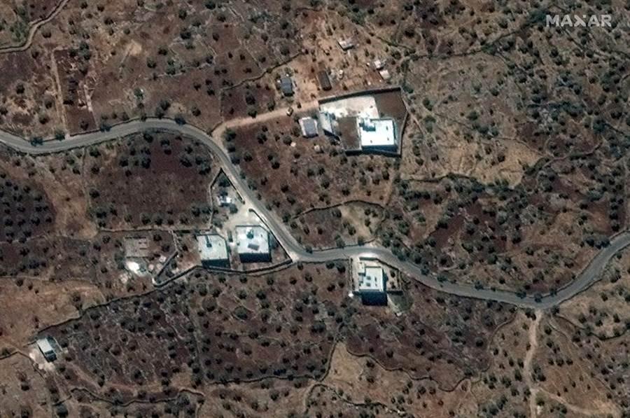 伊斯蘭國首領巴格達迪在敘利亞北部最後藏身處的衛星空拍照。(圖/路透社)