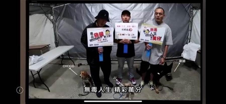 台中市警犬隊「毛警官」與「玖壹壹」合作宣導反毒。(台中市警察局提供/張妍溱台中傳真)