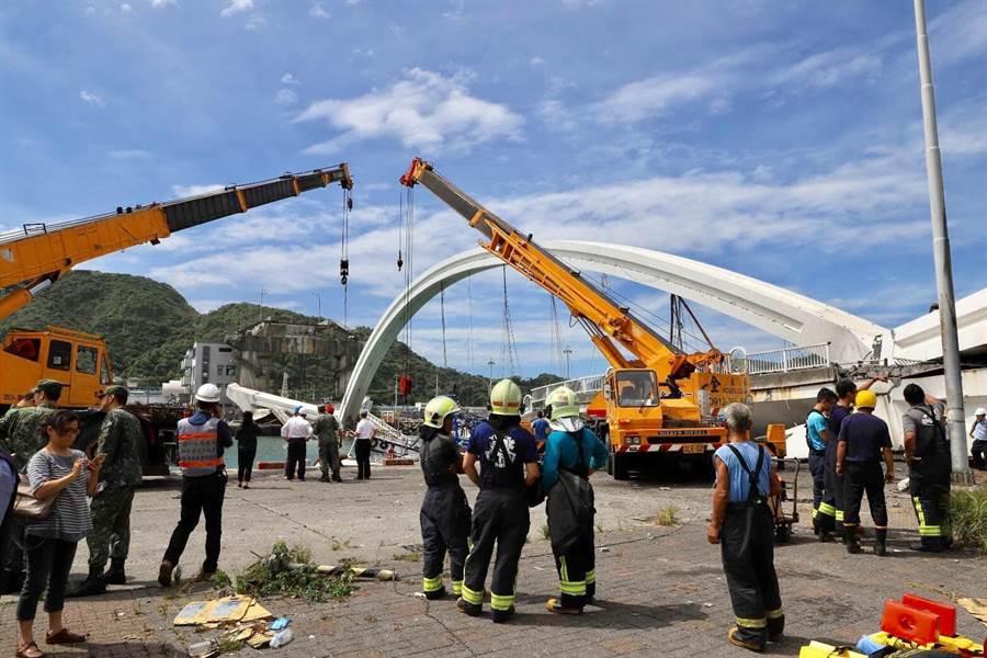 宜蘭南方澳大橋本月1日斷裂。(交通部提供)