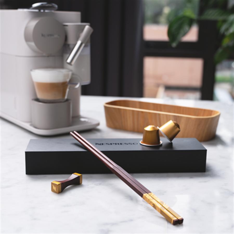 每一雙筷子由30顆在亞洲回收的膠囊製成(圖/Nespresso提供)