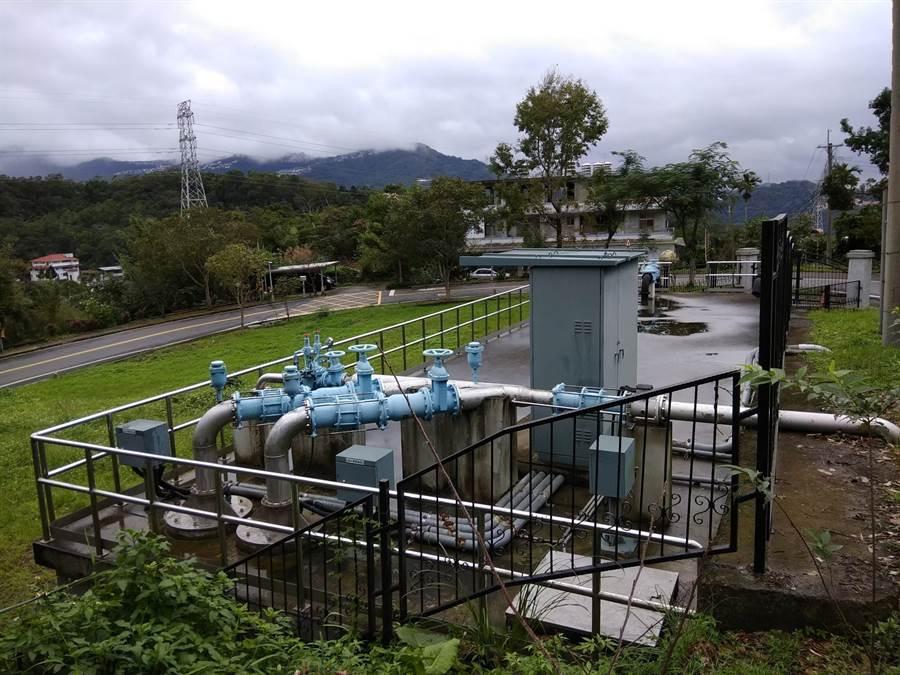 高地社區自來水問題困擾民眾許久,圖為新店花園新城自來水加壓站。(新北市水利局提供/葉德正新北傳真)