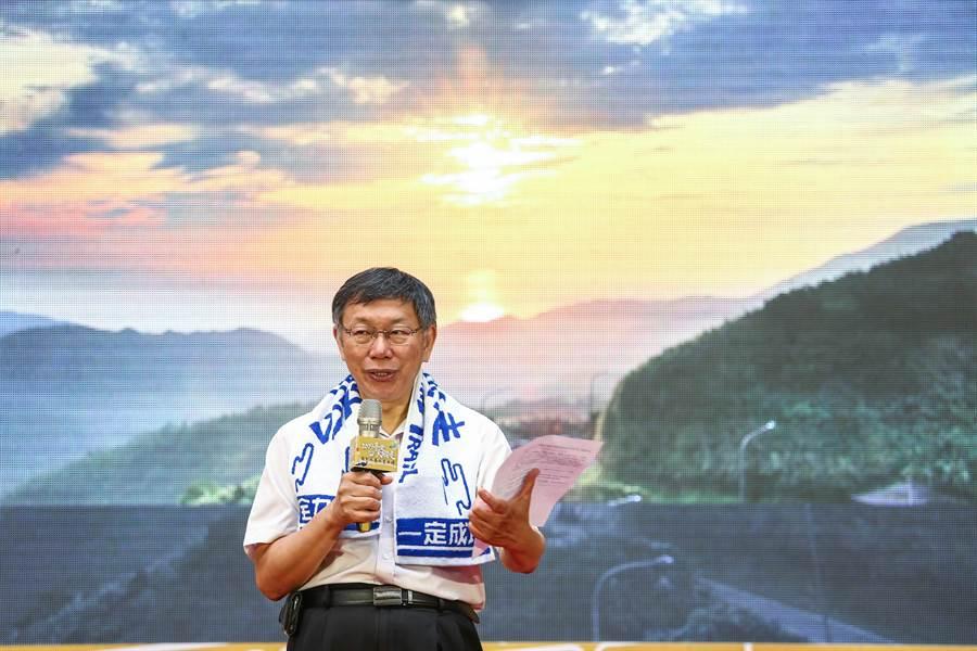 台北市長柯文哲出席頒獎給得獎者。(鄧博仁攝)