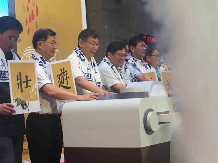 台北市長柯文哲28日出席台北大縱走攝影比賽頒獎典禮。(張立勳)