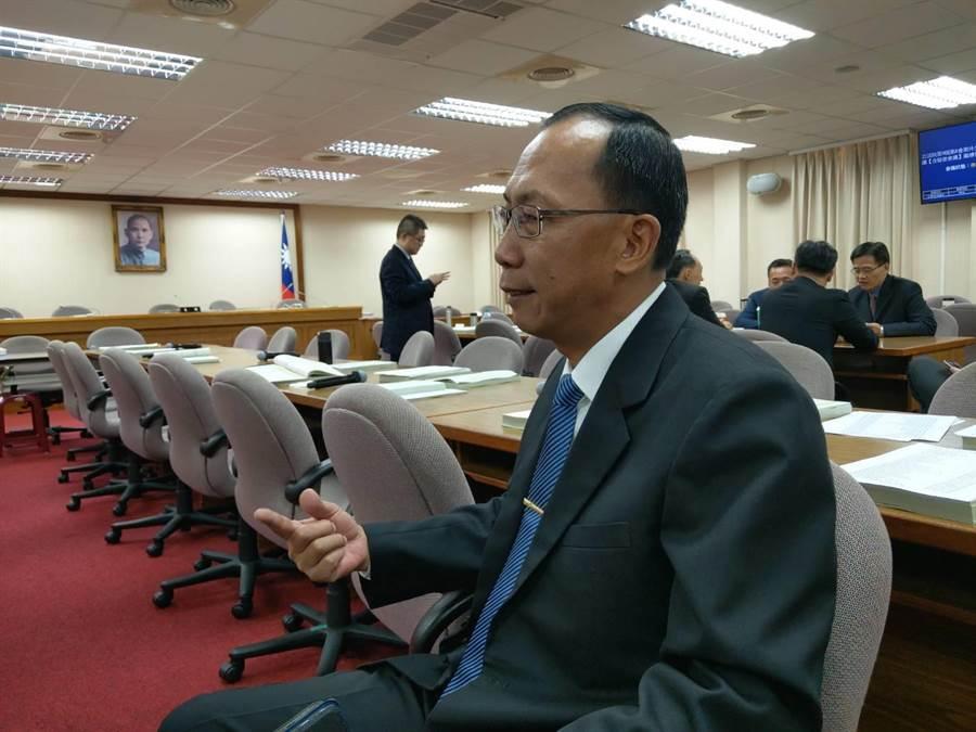 陸軍參謀長楊海明在立法院証實將在11月簽發價書。呂昭隆攝