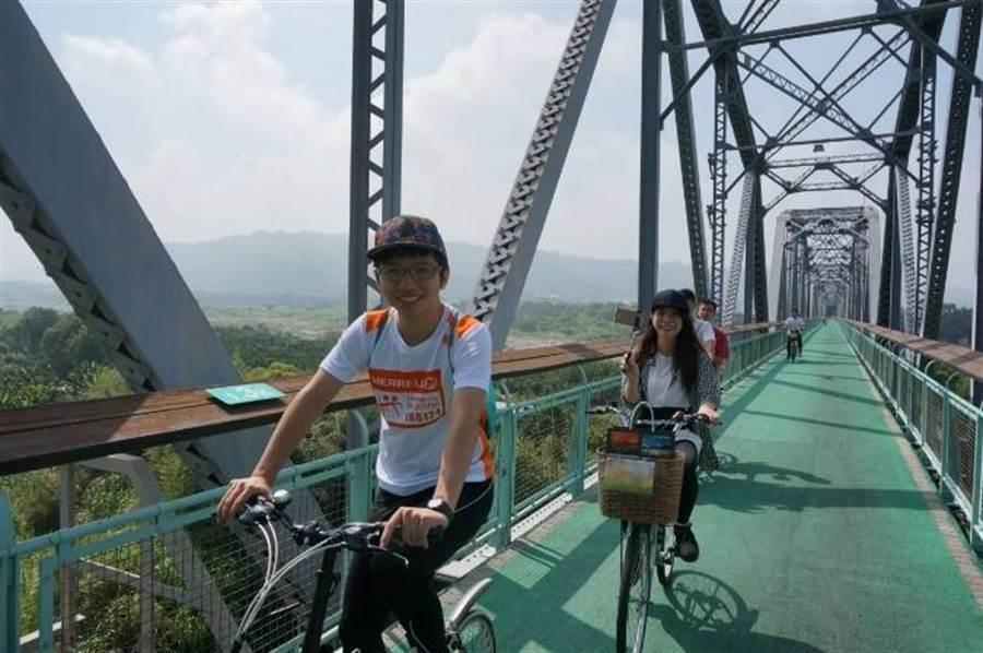 東豐及后豐鐵馬道是國內首創由舊鐵道改建而成的自行車專用道,全長18公里,結合鐵道特色的綠能旅遊動線,受到各地遊客的喜愛。(台中市政府觀旅局提供/陳世宗台中傳真)