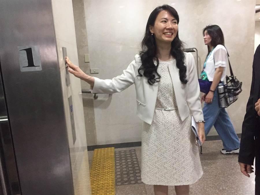 陳玉萍榮獲今年度「公務人員傑出貢獻獎」(陳志賢攝)