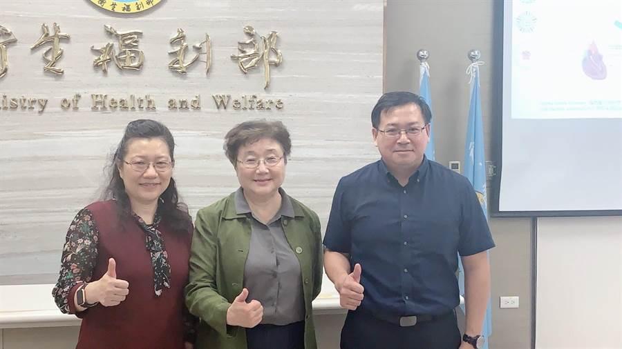 左起:北榮王培寧醫師、國衛院群健所所長熊昭、莊紹源副研究員。鄭郁蓁/攝影