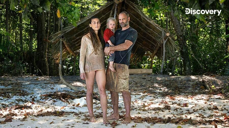 金氏世界紀錄的荒野求生大師艾德,史塔福攜家帶眷脫離網際網路的魔爪,甚至連僅有兩歲的兒子有背帶來印度洋的荒島進行求生大冒險。(Discovery頻道 提供)