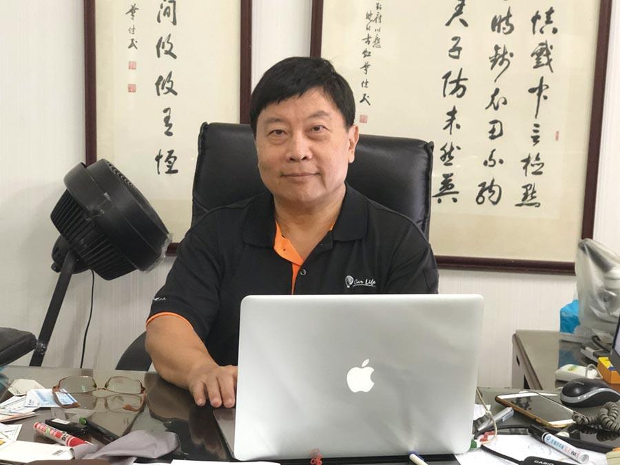 台灣節能膜公司總經理吳柏村廣推隔熱節能效益,希望提供國人正確的隔熱觀念與優質隔熱產品,並透過提升節能效益幫國人節省荷包與愛護地球。圖/郭文正