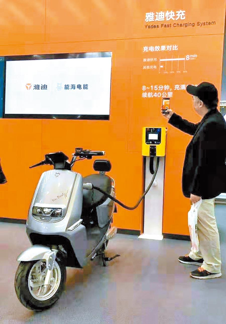 雅迪電動車出口77國,最新的G5款電動機車也將登台。(葉文義攝)