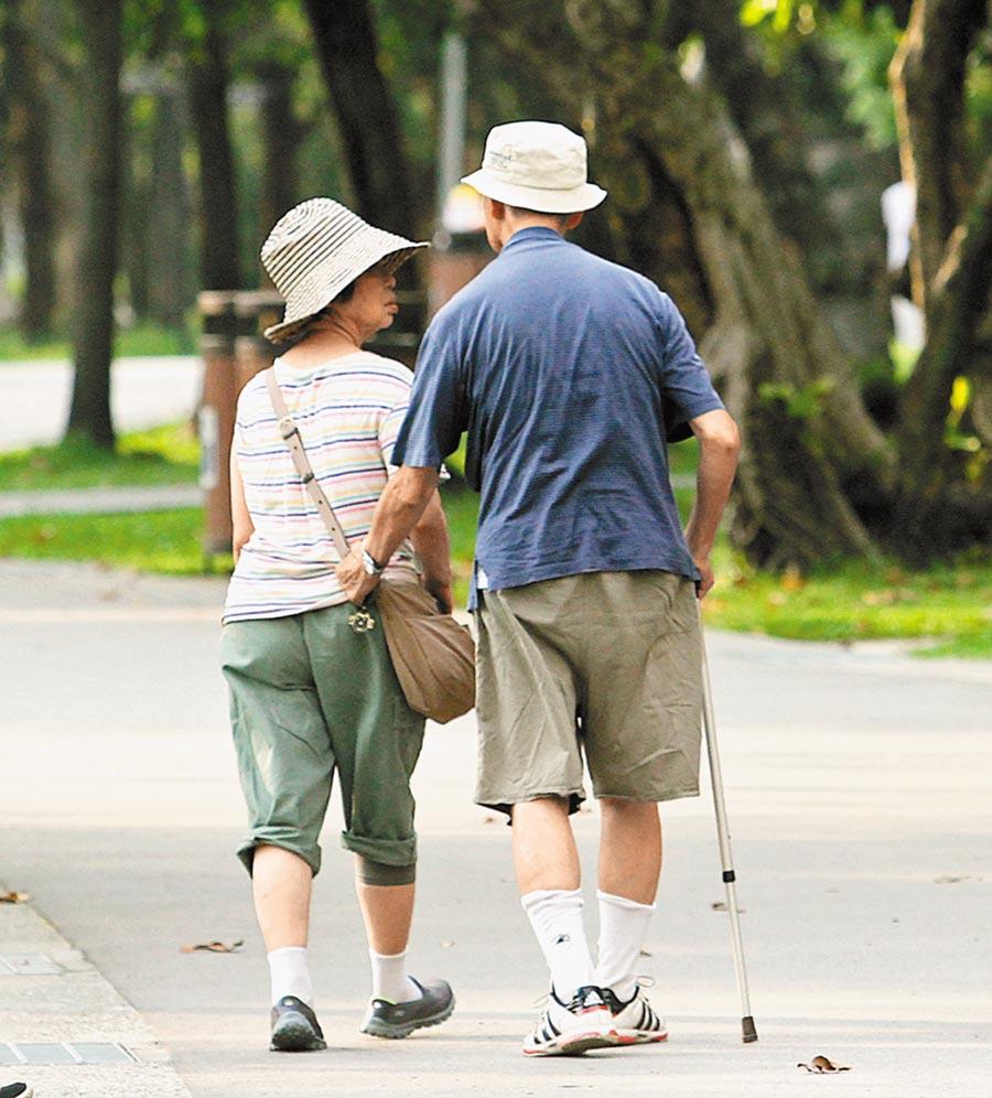 台北榮民總醫院高齡醫學科主任彭莉甯指出,台灣高齡人口增加速度太快,老人肌少症問題浮出檯面,根據統計,全台65歲以上老年人肌少症發生率約7至10%,但僅2成老年人知道自己有肌少症,其餘8成全然不知。(趙雙傑攝)