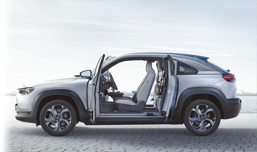 MAZDA MX-30採取無B柱的車艙設計。(MAZDA提供)