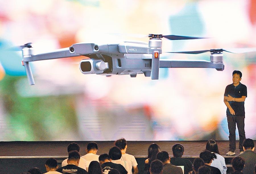 2018年8月24日,大疆在北京發布「禦」2系列無人機。(新華社)